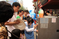 Street Ice Cream vendor girl in Beijing, China Stock Photos
