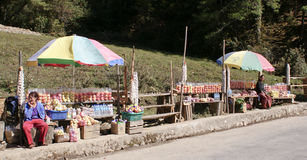 Street market in Bhutan. Local hawkers selling fruits and other edible items along the Thimphu-Punakha Highway in Bhutan Stock Photo