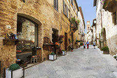 Street in the medieval village of Pienza in Italy Stock Photography