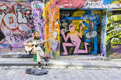 Street musician playing guitar in laneway Royalty Free Stock Photos