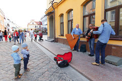 Street musicians playing on the street of Hrodna. HRODNA, BELARUS - JUNE 26, 2015: Street musicians playing on the street of Hrodna Royalty Free Stock Photos