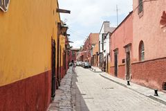 Street of San Miguel Allende. A typical quiet and colorful street of the city of San Miguel Allende, mexican colonial heartland Royalty Free Stock Photography