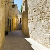 Street with traditional maltese buildings in Mdina Royalty Free Stock Images