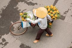 Street vendor on a bicycle in Hanoi Stock Photo