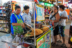 A street vendor cocking the famous Pad Thai in Khao San Road Stock Images