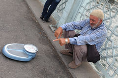 Street vendor with weights, Istanbul Stock Photography
