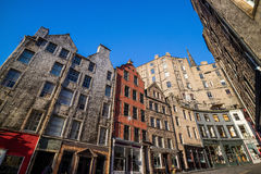 Street view of the historic old town, Edinburgh Stock Photo