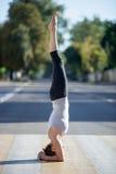 Street yoga: salamba shirshasana Stock Photography