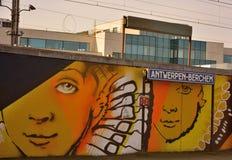 Streetart: de graffitivandalisme van CaZn To van de graffitikunstenaar tegen terugkomend, Belgisch station Royalty-vrije Stock Foto's