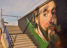 Streetart: wiederkehrender Graffitigegenvandalismus Graffitikünstler CaZn Tos, belgischer Bahnhof Lizenzfreie Stockbilder