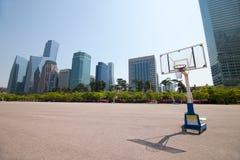 Streetball sąd w parkowym terenie blisko budynków biurowych w Seul Obraz Royalty Free