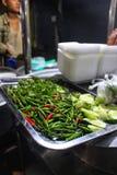 Streetfood garnit à Mandalay image stock