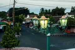 Streetlamp framme av porten till Kraton Fotografering för Bildbyråer