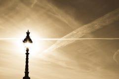 Streetlamp och himmel Arkivbild