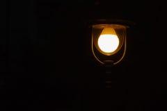 Streetlamp på svart bakgrund Royaltyfri Foto