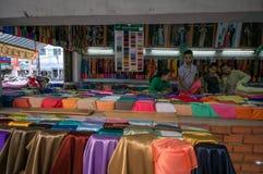 Streetlife - de katoenen winkel in Ho-Chi-Minh-Stad stock afbeelding