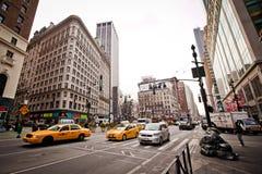 Streetlife de ville sur la 6ème avenue à New York Image libre de droits