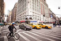 Streetlife de ville sur la 7ème avenue à New York Images libres de droits