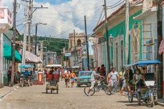 Streetlife plats i den historiska mitten av Trinidad Arkivfoto