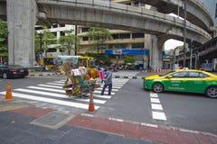 Streeton στη διατομή των λαρνάκων Ratchaprasong Erawan στοκ φωτογραφία