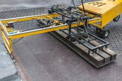 StreetPrint maskin som små yttersidor av asfalt kan värmas för att göra ett tryck royaltyfri bild