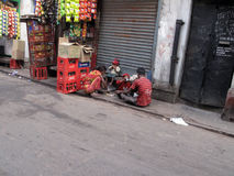Streets of Kolkata. Poor family eats on the street Royalty Free Stock Photos