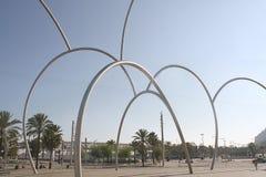 Streetscape de la escultura de Onades (ondas) Imagen de archivo libre de regalías