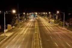 Streetscape på natten Arkivbilder