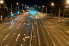 Streetscape på natten Fotografering för Bildbyråer