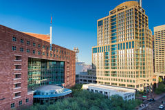 Streetscapes e construções urbanos em Phoenix do centro, AZ imagem de stock
