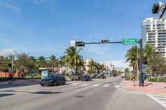 Streetscene Collins Ave в южном пляже, Майами Стоковое Изображение