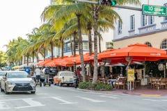 Streetscene dell'azionamento dell'oceano in Miami Beach, Florida Fotografia Stock