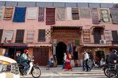 Streetscene i medina av Marrakech, Marocko Arkivfoto