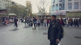 Streetscene nel centro urbano di Barcellona, Plaza de Catalunya video d archivio