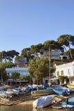 Streetside港口在肋前缘的Brava Llafranc 免版税库存图片