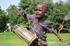 Streetside Child Artist. A chld artist plays drums oon the Indian streetside to make a living Stock Images