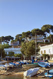 Streetside hamn i Llafranc på costaen Brava Royaltyfri Bild