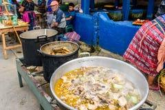 Streetside jedzenia kram, Santiago Sacatepequez, Gwatemala Zdjęcia Stock