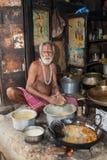 Streetside kock - östliga Indien Arkivbilder