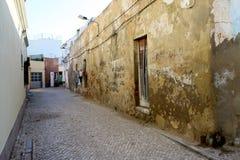 Streetss stretti nella vecchia città di Olhao all'Algarve fotografia stock