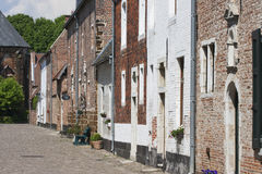 Streetview des beguinage in Diest Stockfotos
