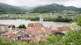 Streetview europeo della città della valle di una città europea rurale immagine stock