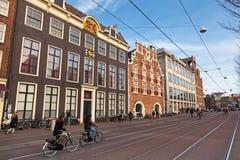Streetview mit bunten Backsteinhäusern, Amsterdam Lizenzfreie Stockfotos