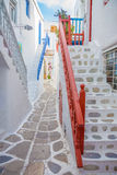 Streetview z schodkami Mykonos miasteczko, Grecja Zdjęcie Royalty Free
