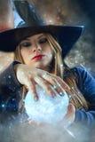 Strega con la palla magica Fotografia Stock Libera da Diritti