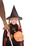 Strega di Halloween della ragazza del bambino con la zucca, scopa. Fotografia Stock