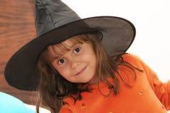 Strega graziosa di Halloween immagine stock