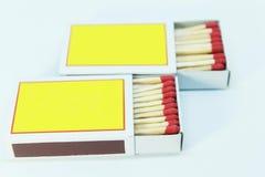 Streichholzschachtel geöffnet auf weißem Hintergrund Lizenzfreie Stockfotos