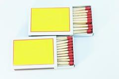 Streichholzschachtel geöffnet auf weißem Hintergrund Stockfoto