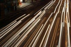 Streifen der Scheinwerfer Stockfotografie